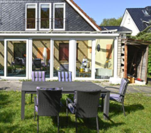 Terrasse und Garten der Wohngruppe im Schwalbenweg