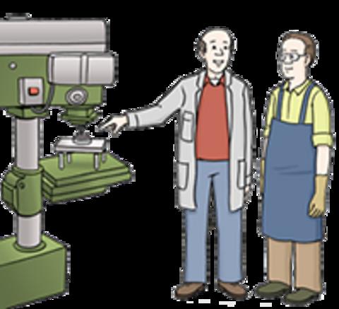 Ein Mann erklärt seinem Mitarbeiter die Funktion einer Maschine